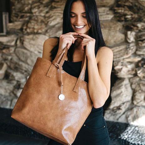 動物と自然にやさしいビーガン素材のバッグ「Svala」